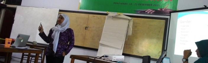 19-Kak Laili Khairnur berikan materi Ciptakan Desa yang Adil pada Perempuan di kantor SI
