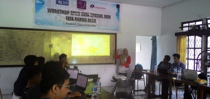 AJI Pontianak, Gemawan, dan Swandiri Institute adakan Workshop Open Data Spasial dan Tata Ruang Desa di ruang sidang SI di Pontianak, Rabu (11/05/2016).