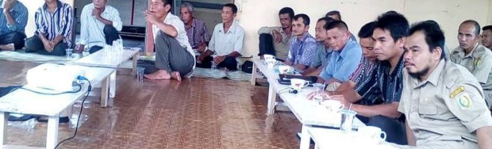 PENCEGAHAN & PENANGANAN: Peserta pelatihan pencegahan dan penanganan penyakit hama pada tanaman padi, antusias ikuti pemaparan dosen Faperta Untan Dr Tris Haris Ramadhan. Foto: H Iskandar/GEMAWAN.