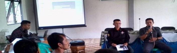 PUPUK ORGANIK: Antusias peserta mengikuti pelatihan pupuk organik yang diselenggarakan Gemawan di desa Sedahan Jaya kecamatan Sukadana, KKU, Sabtu (28/05/2016). Foto: Agus Budiman/GEMAWAN.